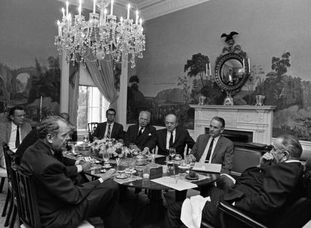 """Guerra del Vietnam: la riunione degli """"Uomini Saggi"""""""